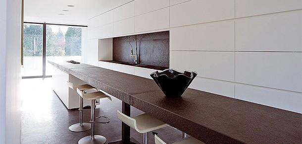 Elegante casa minimalista diseñada por Bruno Erpicum