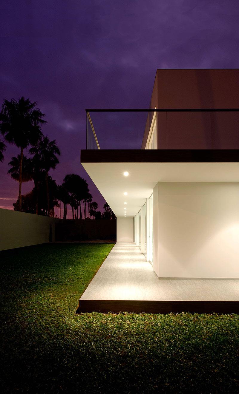 casa minimalista en la encantada dise ada por javier