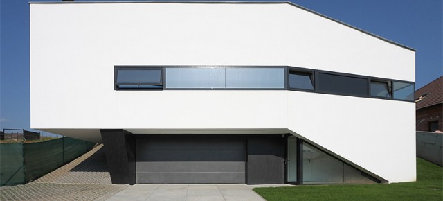 Casa minimalista en Eslovaquia de Paulíny Hovorka Architekti