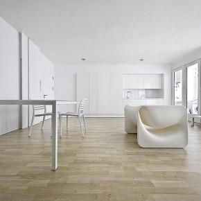 """Reforma """"low cost"""" de diseño minimalista, por Marià Castelló (R)"""
