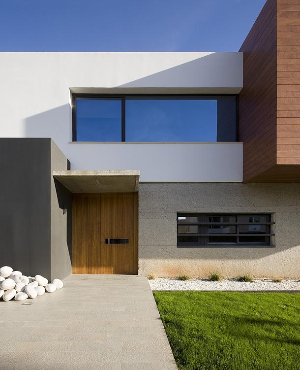 moderna casa unifamiliar proyectada por jaime sanahuja y