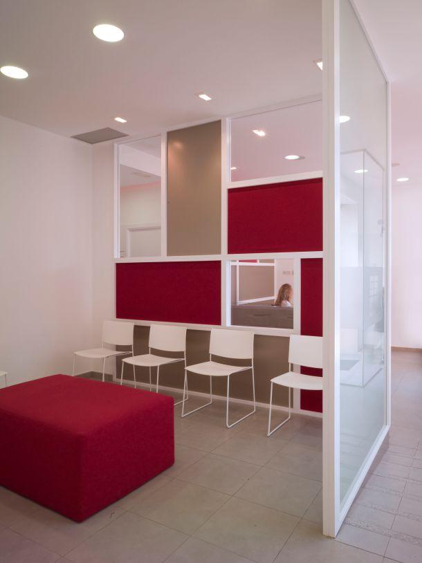 Cl nica dental sonrisas sanas por vicente vidal estudio - Muros decorativos para interiores ...