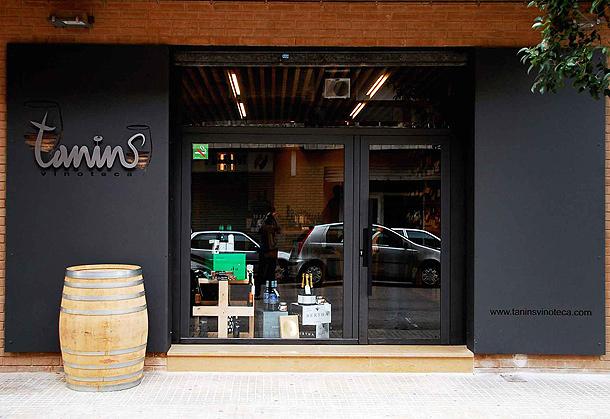 Una vinoteca de madera y acero por balada juan - Vinotecas de madera ...