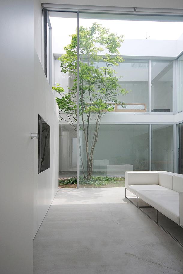 Casa minimalista en la ciudad de tokio proyectada por shinichi ogawa associates interiores - Japanese interior home garden ideas ...