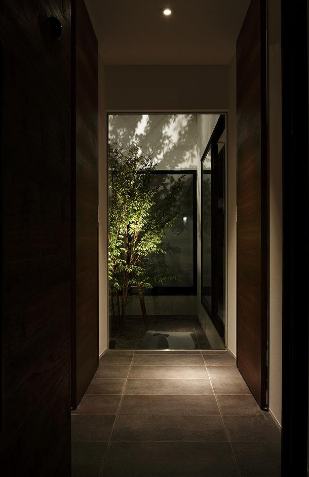 una casa con guarder a de hitoshi saruta cubo design