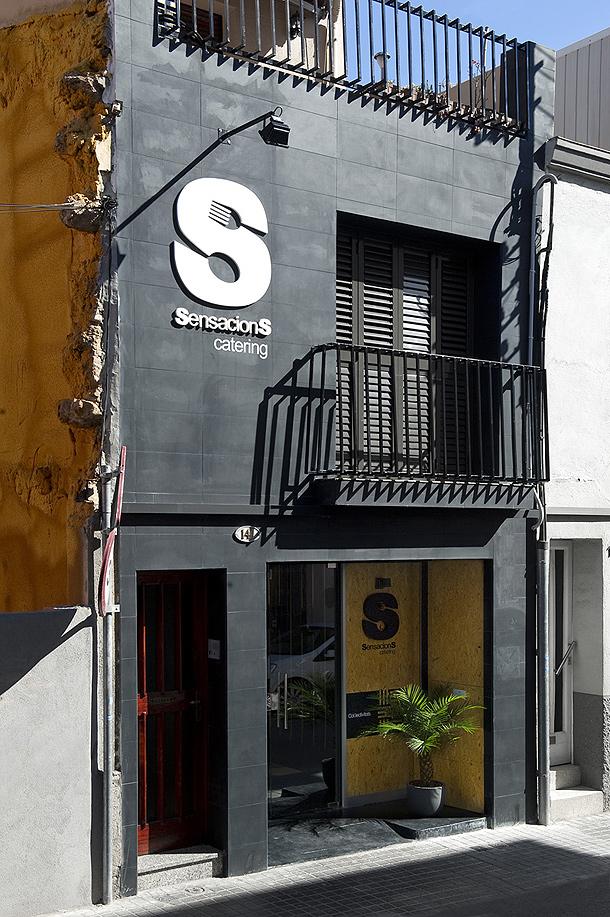 De antiguo garaje a catering de alto standing por denys for Ups oficinas barcelona