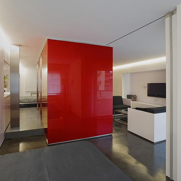 Apartamento minimalista proyectado por el estudio mariano for Casa minimalista rojo