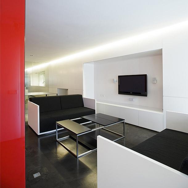 Apartamento minimalista proyectado por el estudio mariano for Salon comedor minimalista