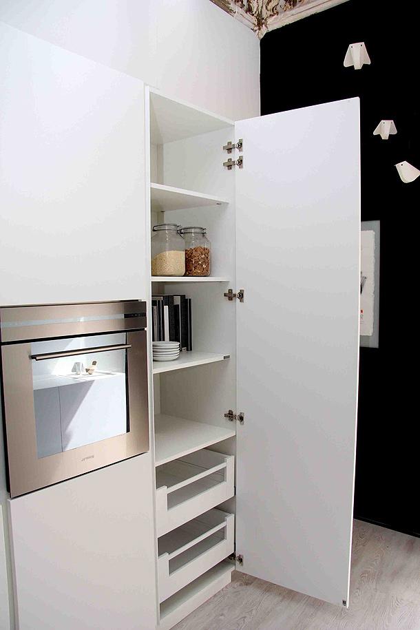 Minimalista cocina de gunni trentino realizada en - Que es corian ...