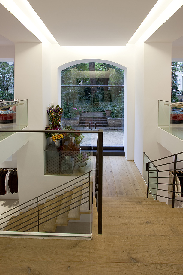 La tienda de aspesi en madrid que dise teresa sapey estudio interiores minimalistas - Estudio diseno madrid ...