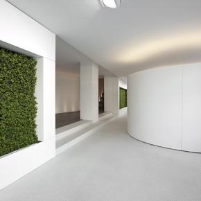 Banco minimalista en Hi-Macs, diseñado por Giubbini Architekten