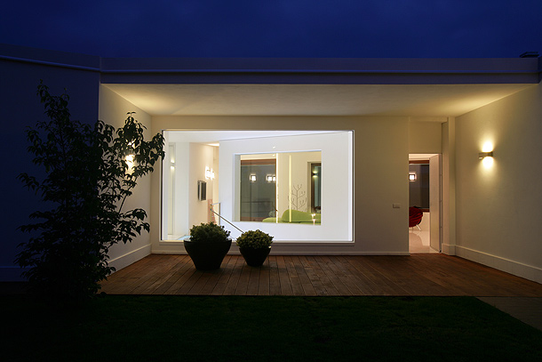 Casa c pasi n por el entorno de damilanostudioarchitects for Illuminazione esterna casa