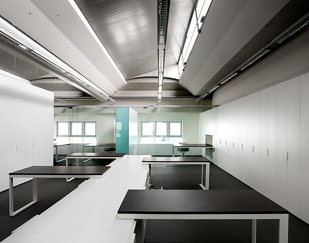 Oficinas y dise o d headquarters funcional fusi n entre for Arquitectura de oficinas modernas
