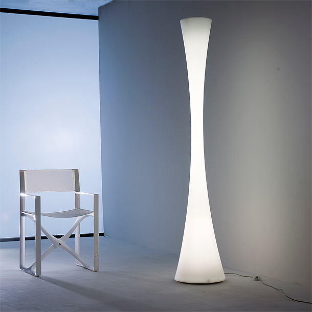 25 im genes de l mpara de pie minimalistas for Lamparas de interior modernas