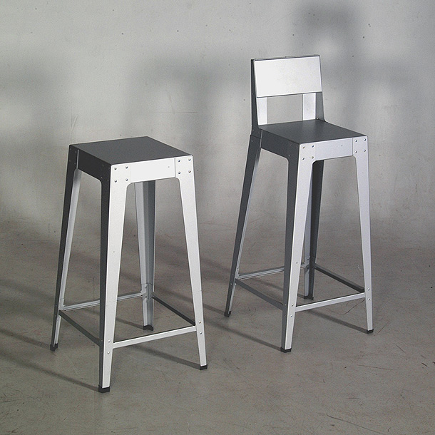 La primera silla de aluminio de piet hein eek celebra 20 a os for Bancos de aluminio para jardin