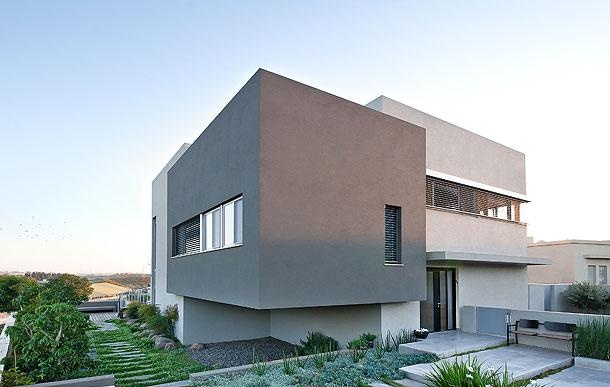 Casa unifamiliar en israel dise ada por sharon neuman for Casas pintadas de color gris