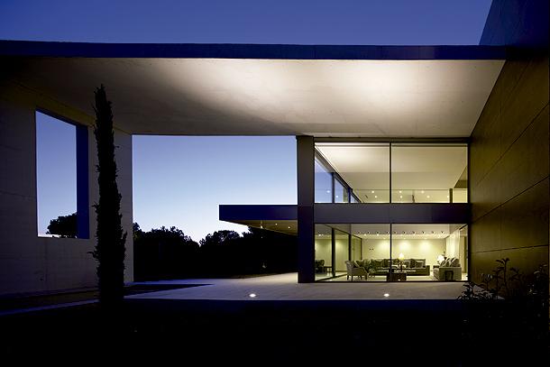 technal presenta sus nuevas ventanas motorizadas en construmat. Black Bedroom Furniture Sets. Home Design Ideas