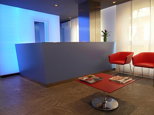 Moderna cl nica en castell n dise ada por el estudio oct gono - Clinica dental moderna ...