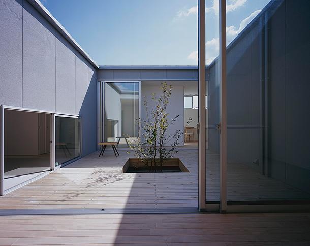 Casa patio minimalista en jap n por horibe associates for Casa minimalista japonesa