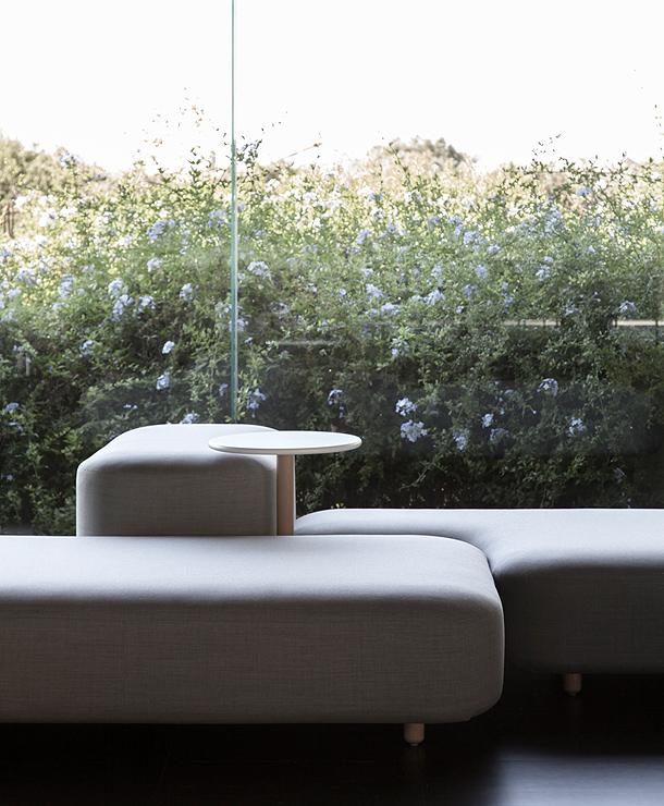 sofas-bancadas-common-naoto-fukasawa-viccarbe (4)