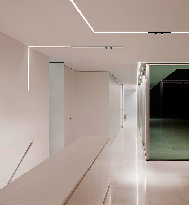 the-running-magnet-flos-architectural (1)