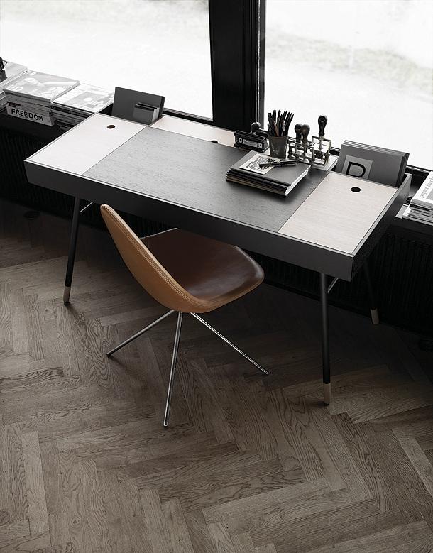 escritorio con altavoces integrados de la firma danesa boconcept. Black Bedroom Furniture Sets. Home Design Ideas