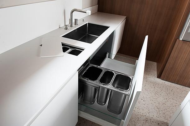 Cocina minimalista de simone piva en hi macs - Dispensador jabon cocina encastrado ...