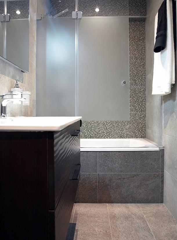 Rehabilitación integral de una cocina y un baño por Sergi Celdoni ...