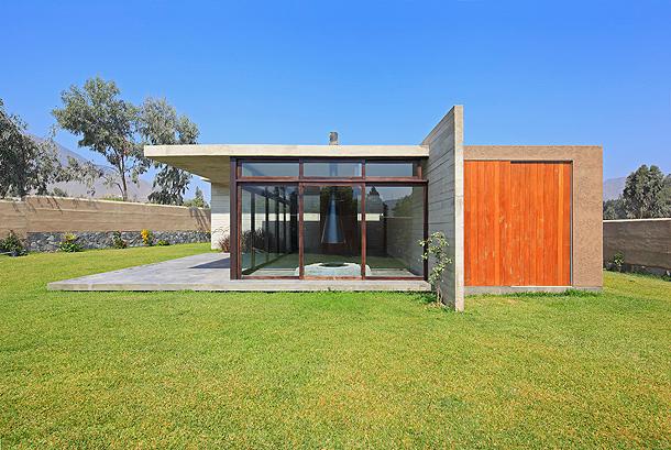 Moderna casa de campo proyectada por etapas por mart n dulanto for Casa moderna de campo