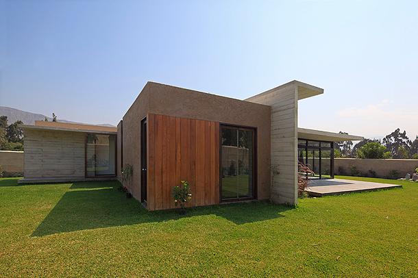 Moderna casa de campo proyectada por etapas por mart n dulanto for Casas modernas hormigon visto
