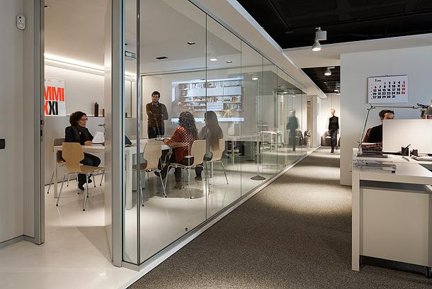 Nuevas oficinas showroom de mobles 114 en barcelona - Estudios de arquitectura en barcelona ...