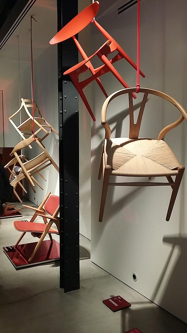 exposicion-sillas-hans-j.wegner-espai-ro-obssesive-collectors (2)