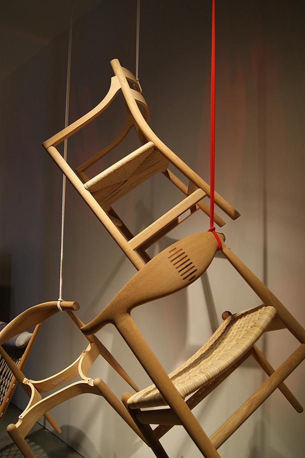 Nueve sillas ic nicas de hans j wegner recogidas en una for Sillas iconicas
