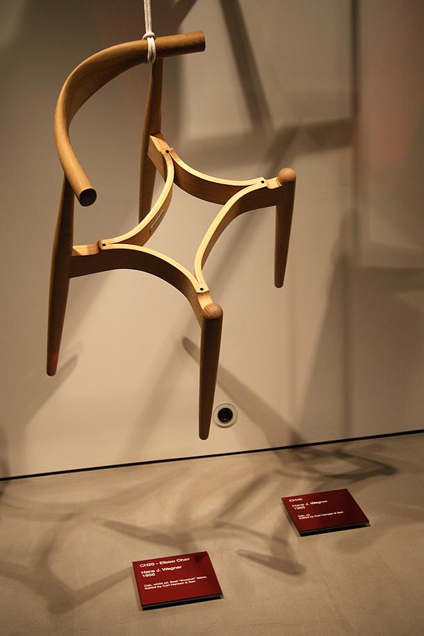 exposicion-sillas-hans-j.wegner-espai-ro-obssesive-collectors (6)
