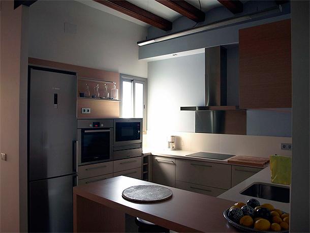 Renovaci n de una cocina y un ba o por decuina for Cocinas y banos modernos