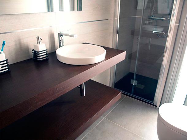 Muebles De Baño Wave:Renovación de una cocina y un baño por deCuina