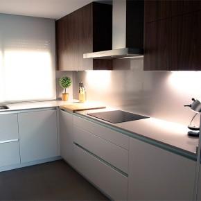 Una cocina serena y ordenada, con la firma del interiorista Sergi Celdoni