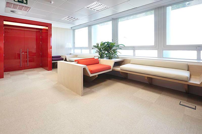 Actiu amuebla las nuevas oficinas iberia en madrid for Oficinas de empleo valencia