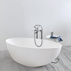 Muse: agradable bañera exenta en Silkestone blanco de la firma Kos