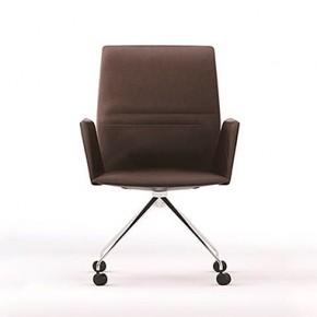 Vela, elegante colección de asientos de Lievore Altherr Molina y Tecno