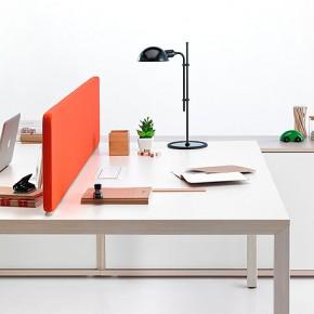 Minimalismo nórdico en la oficina con el programa de mesas Prisma de Actiu