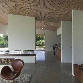 Una moderna villa entre colinas con la firma de 70F architecture (R)