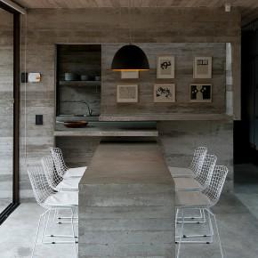 Casa de veraneo en hormigón y cristal, diseñada por Luciano Kruk