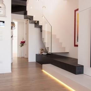 Contemporánea reforma de un apartamento en Recanati, por Coolstoodio