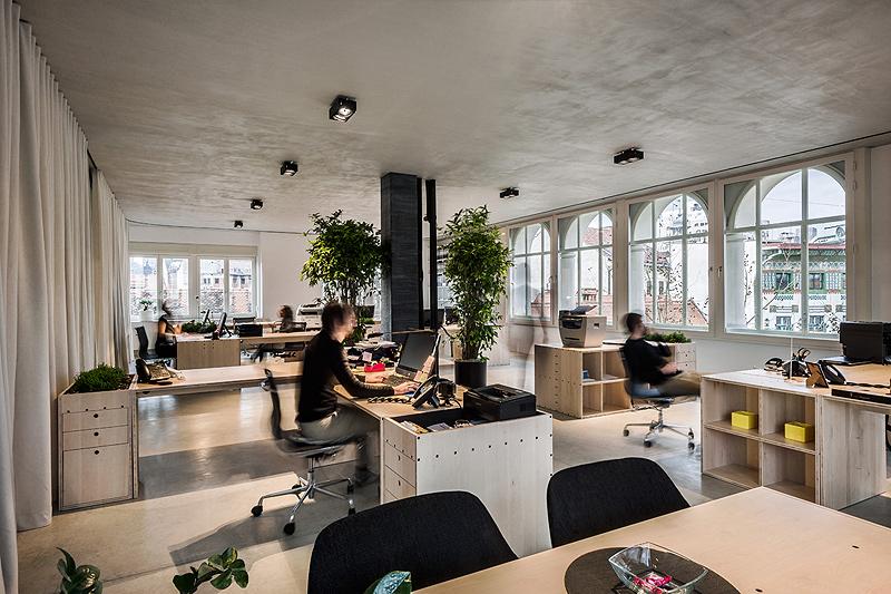 Oficinas con cortinas divisorias de dekleva gregori arhitekti - Cortinas de oficina ...
