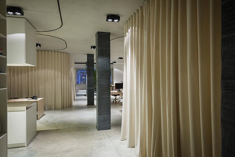 Oficinas con cortinas divisorias de dekleva gregori arhitekti - Cortinas para oficinas ...